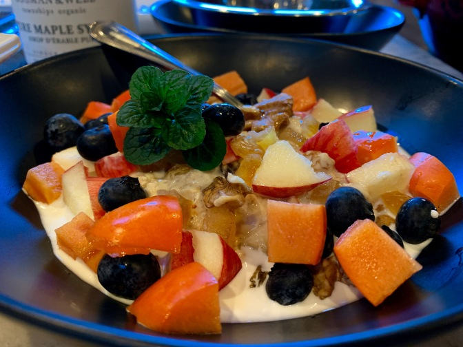 Chilled Overnight Oats with Fruits and Nuts